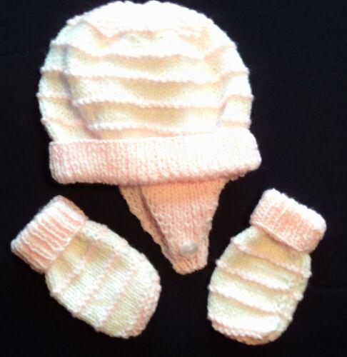 Hand knitted baby bonnet et moufles