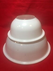 Vintage Pyrex 325 White Mixing  Nesting Bowl with lip with Clear Bottom
