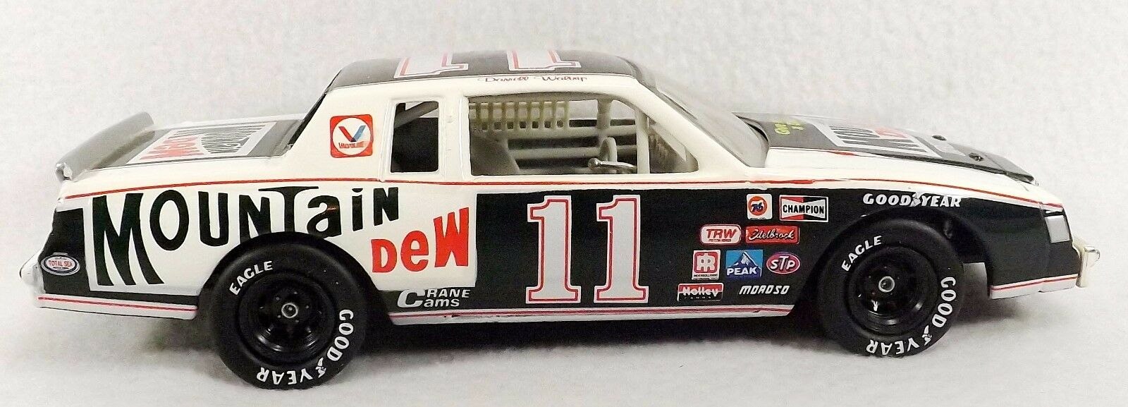 Darrell Waltrip  6, 000 Racing Collectables Action Platinum Series 1 24