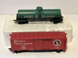 Two-TYCO-HO-Cars-Cities-Service-Tank-Car-amp-Great-Northern-Box-Car