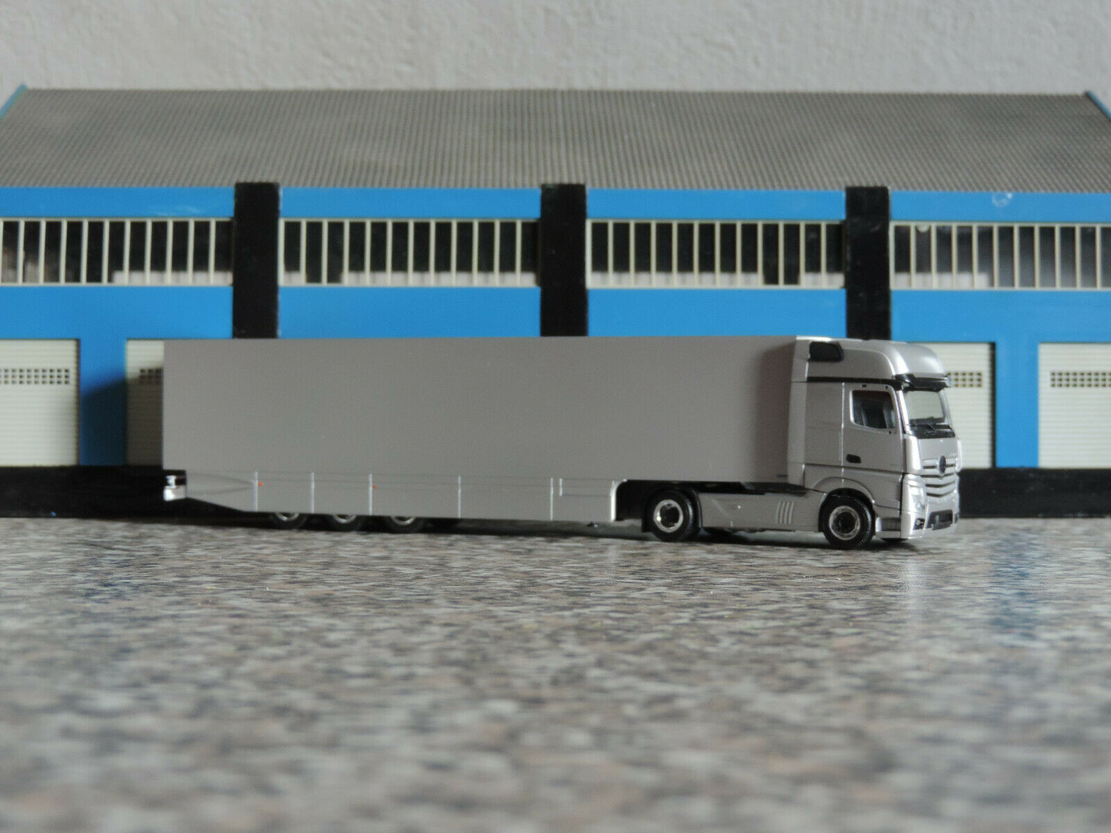 Herpa 1 1 1 87 - 751130 - MB Actros MP 4 GS 5-achs Kühlkoffersattelzug -  silber   | Haltbarer Service  de15ee