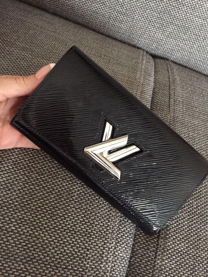 Pung, Louis Vuitton