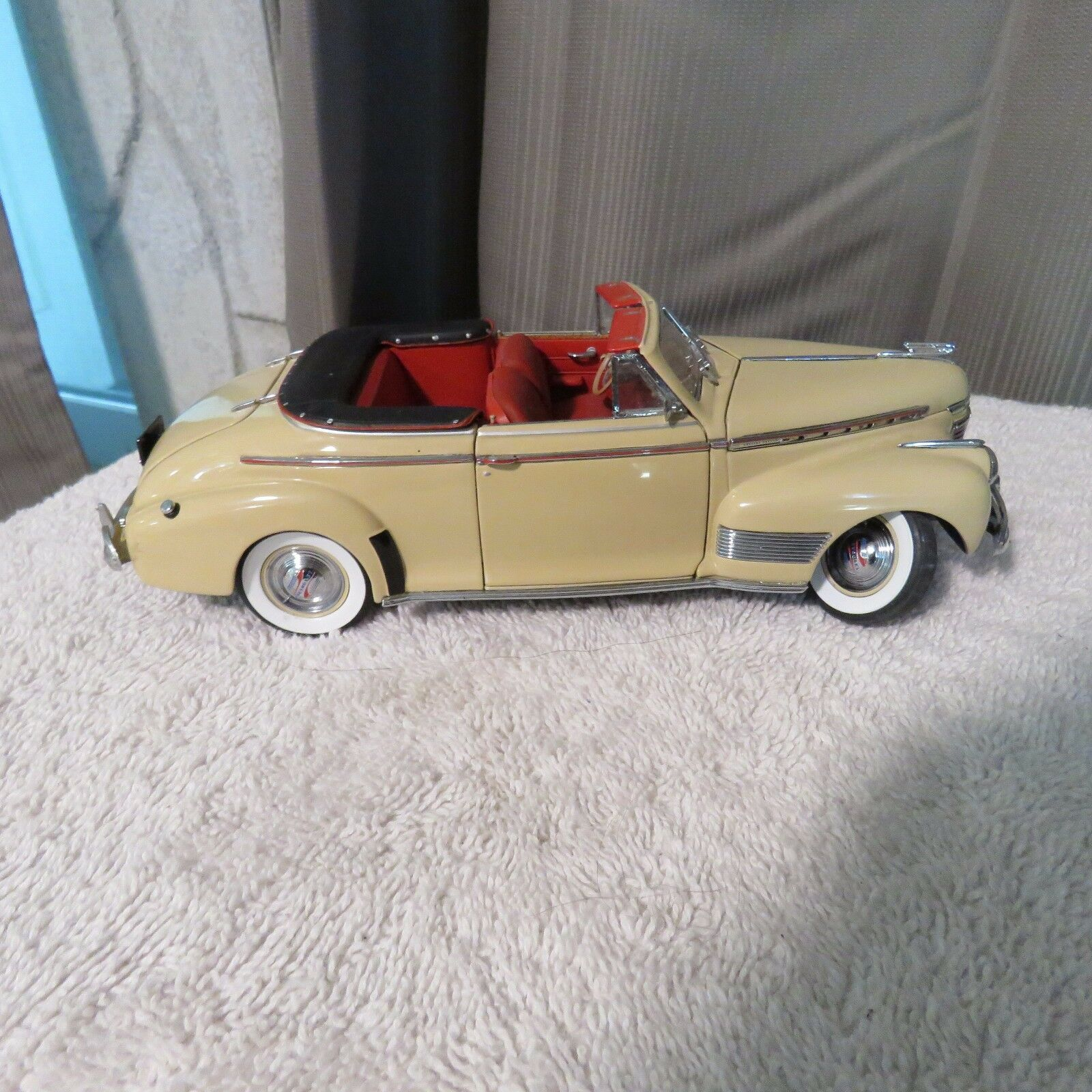 1941 CHEVROLET SPECIAL DELUXE CONVERTIBLE CREAM DANBURY MINT 1 24 DIECAST