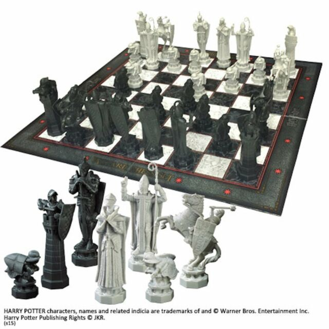 Harry Potter Final Challenge Wizard Chess Set Noble Collection NN7580