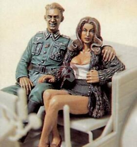 Legend-1-35-034-Comrade-Mon-Amour-034-German-Soldier-w-Girl-WWII-2-Figures-LF0061