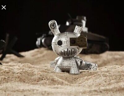 Dunny 2014 Art of War KidRobot DrilOne Silver 1//60 Rarity