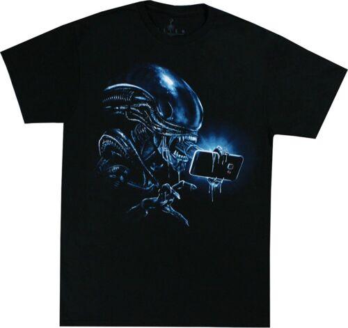 Alien Selfie Graphic T-Shirt Aliens