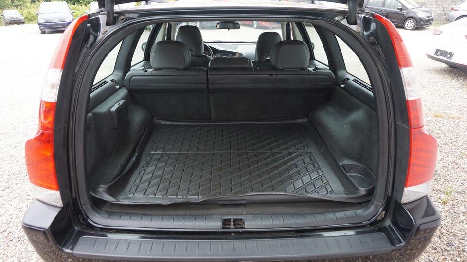 Volvo V70 2,4 140 Benzin modelår 2007 km 367000 Sort