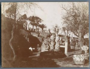 Tunisie-Exterieur-du-Musee-de-Carthage-Objets-trouves-dans-les-fouilles-Vinta