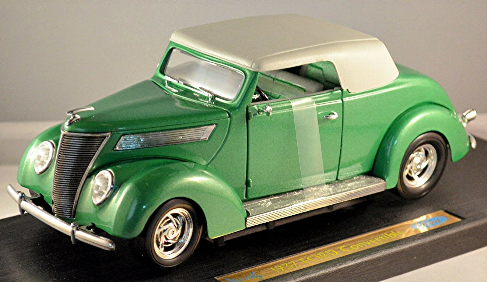 Ford De Luxe Converdeibile 1937 verde verde Metallizzato 1 18 Yat Ming