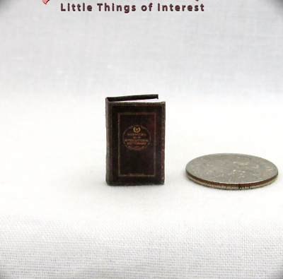"""1:24 Scale WEBSTER/'S DICTIONARY Miniature Book Dollhouse 1//2/"""" Scale English Word"""