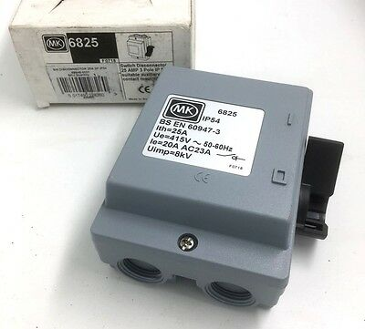 JOBLOT OF 10 MK 3 PHASE SAFTEY SWITCH DISCONNECTOR GREY IP54 40 AMP 3P 6840