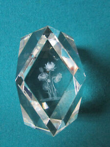 PRISM-CRYSTAL-PAPERWEIGHT-DIAMOND-CUT-FLOATING-FLOWERS-3-1-2-PPWGT