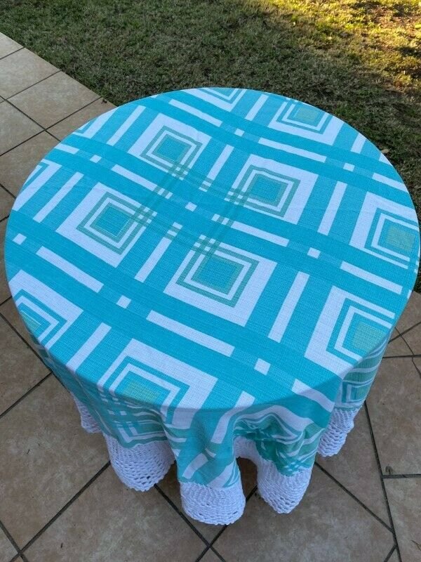 Round crocheted table cloth