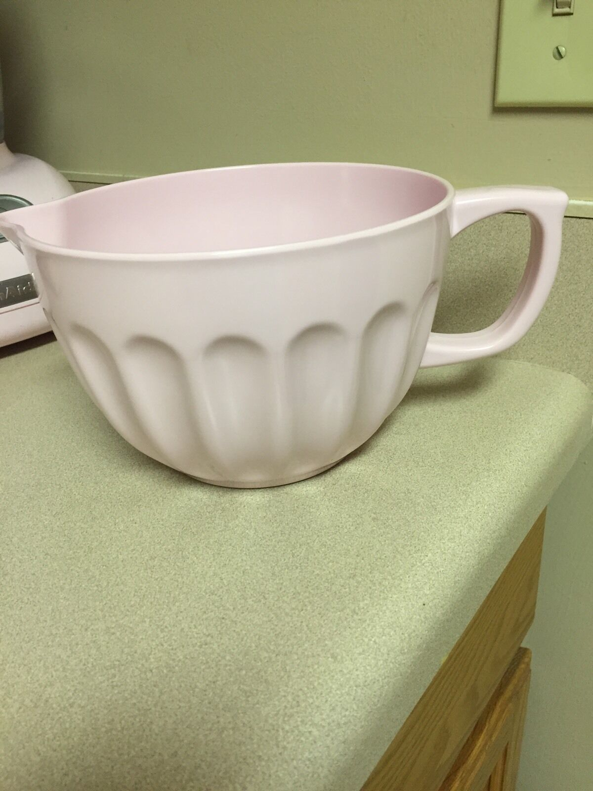 Cynthia Rowley Pink Kitchen Batter Mixing Bowl   Melamine   Non Slip Bottom