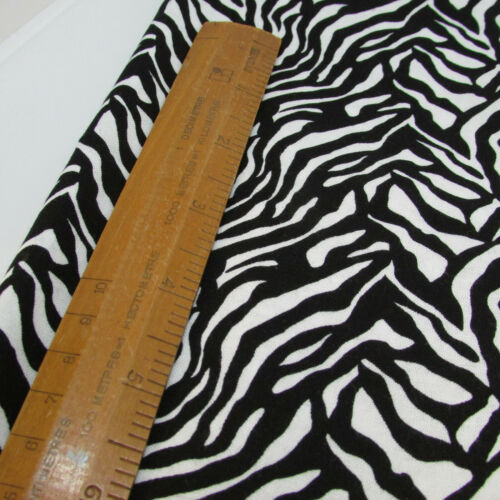 Henry Glass Fabrics 100/% cotton fabric animal skin ZERBA SKIN PRINT