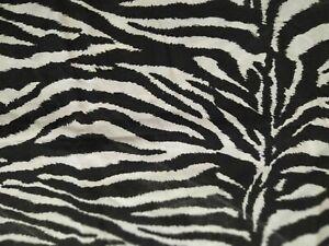 stoffa-tessuto-zebrata-zebrato-bianco-nero-stacco-tessuti-stoffe-per-diversi-uso