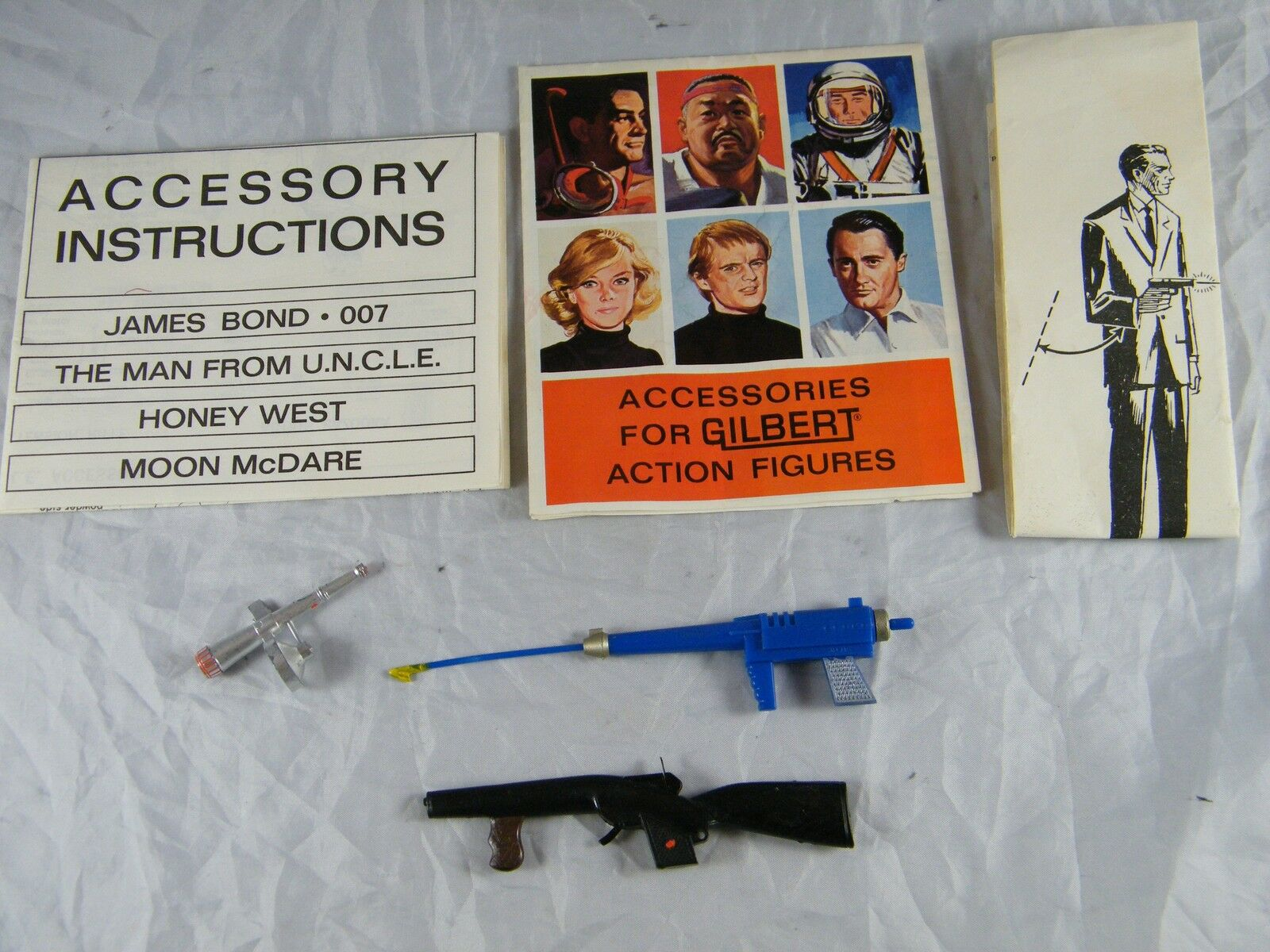 1965   1966 GILBERT ACCESSORY INSTRUCTIONS FOR ACTION FIGURES & 2 GUNS PLUS SCOP