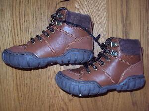 BNWT young boys shoes / boots. Fleece