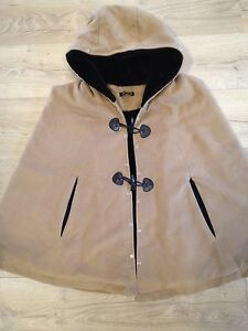 Excellent-Soft-Wool-Beige-Cape-Poncho-Faux-Fur-Lining-Hood-Toggles-Large