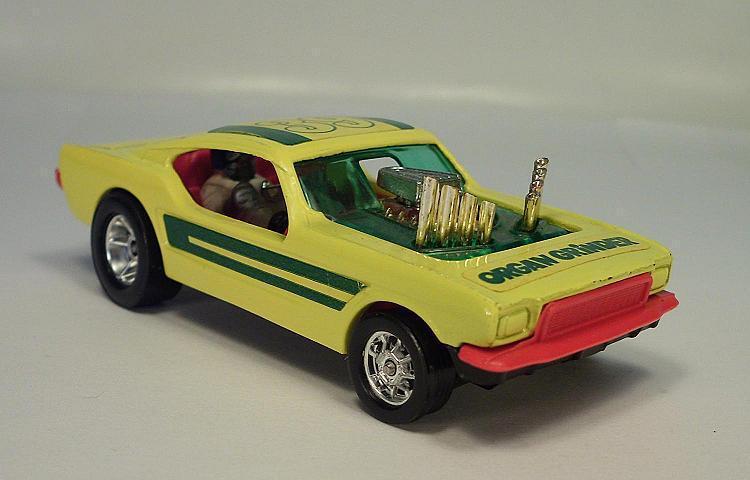 CORGI toys whizzwheels 166 Ford Mustang Dragster organe grinder  176