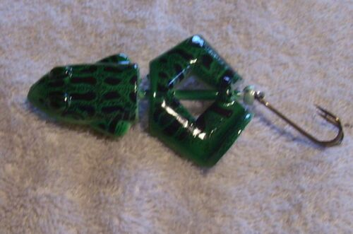 UNKNOWN BUZZ TAIL FROG  LURE  UN-USED ITEM #13