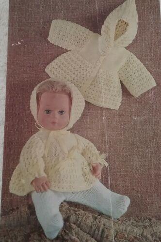 """DK 1757 Knitting Pattern for DOLLS CLOTHES 14/"""" pouces poupées"""