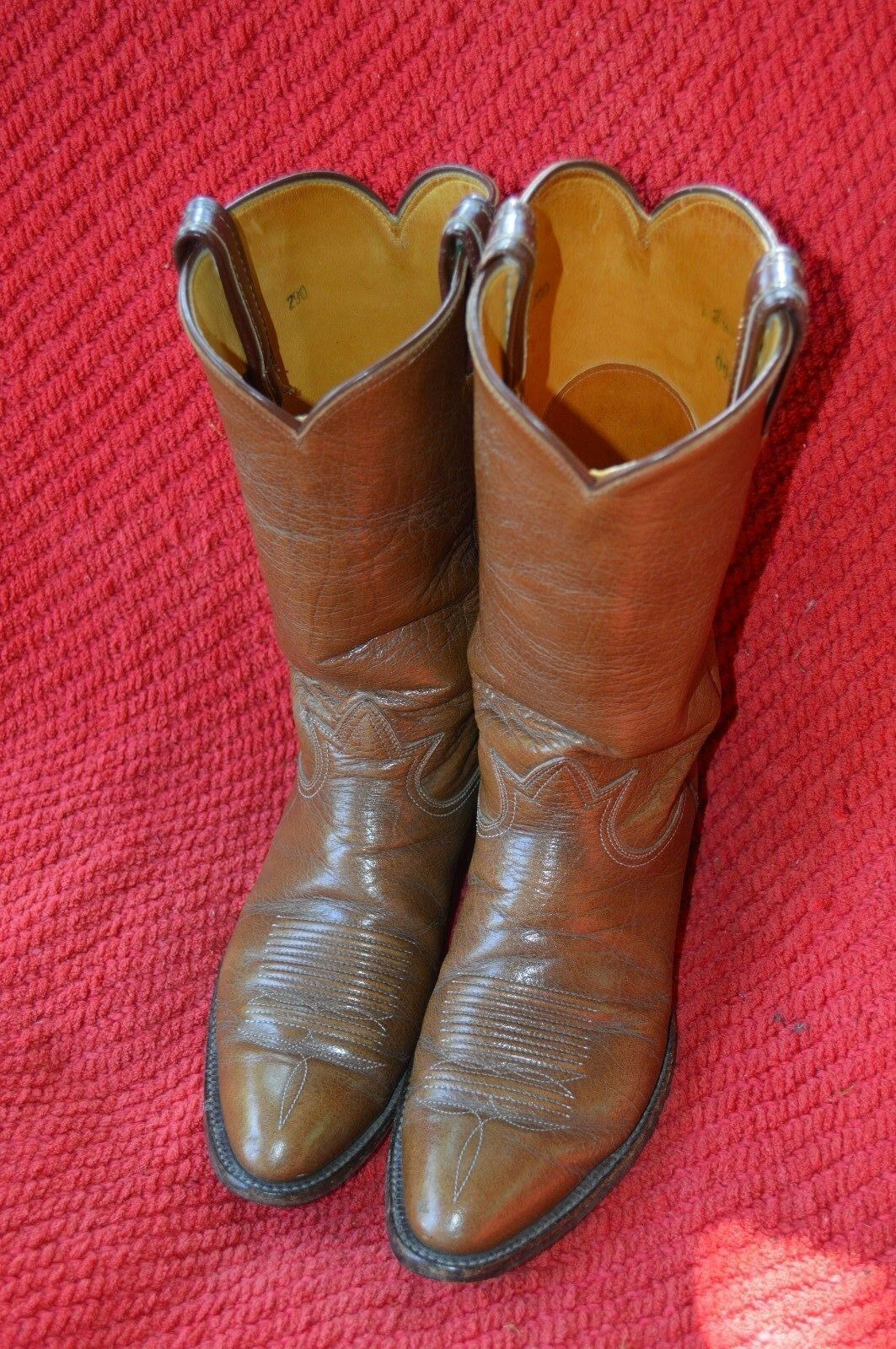 TONY LAMA COWBOY WESTERN BOOTS.  SIZE 8.5, 39 EUROPE, TAN
