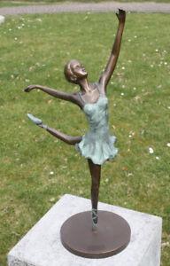 Bronzefigur-Ballerina-Taenzerin-mit-gestrecktem-Bein-Dekorationsfigur