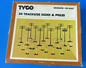 TYCO-904-24-TRACKSIDE-SIGNES-amp-POLES-HO-Scale-NEW-IN-BOX