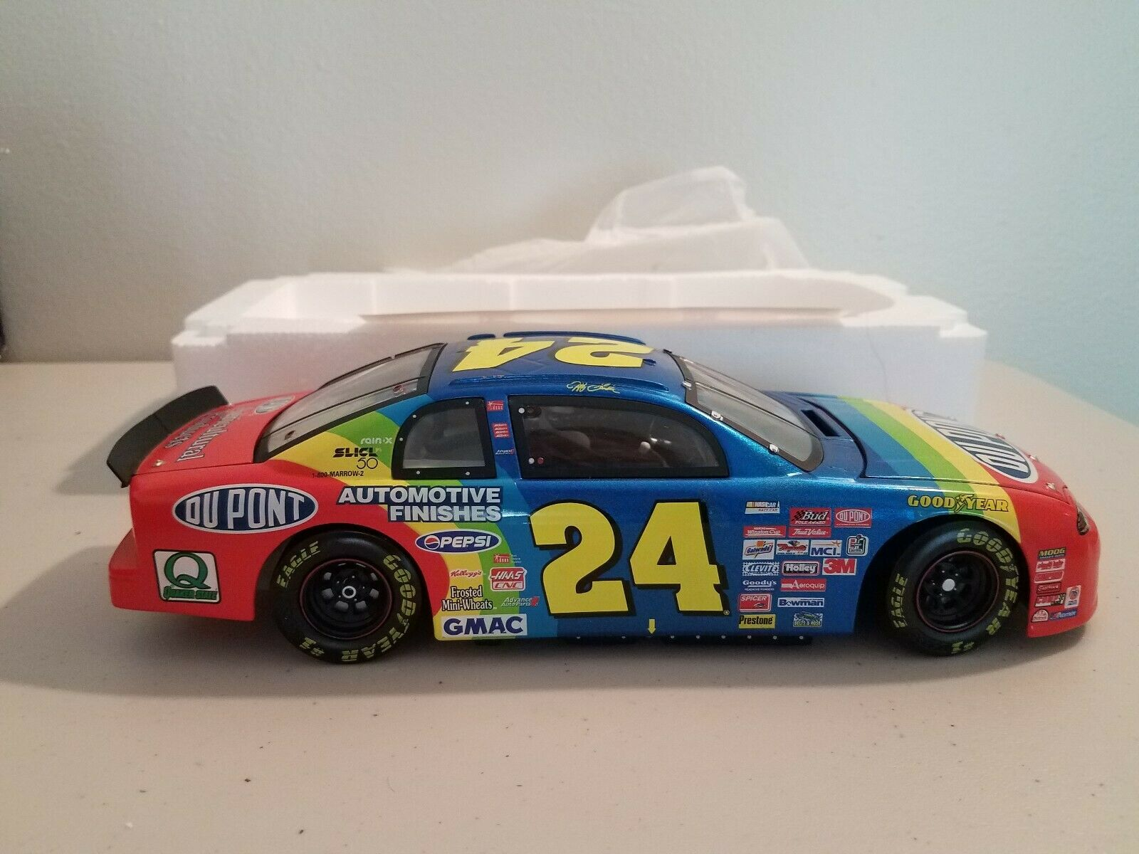 Revell Collection Jeff Gordon  24 DuPont 1999 Chevrolet Monte Carlo  RC189916077