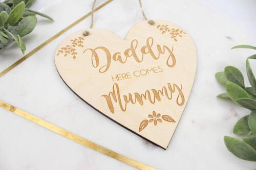 Papa voici Maman Mariage SigneFLEUR FILLE SIGNEvoici la mariée.