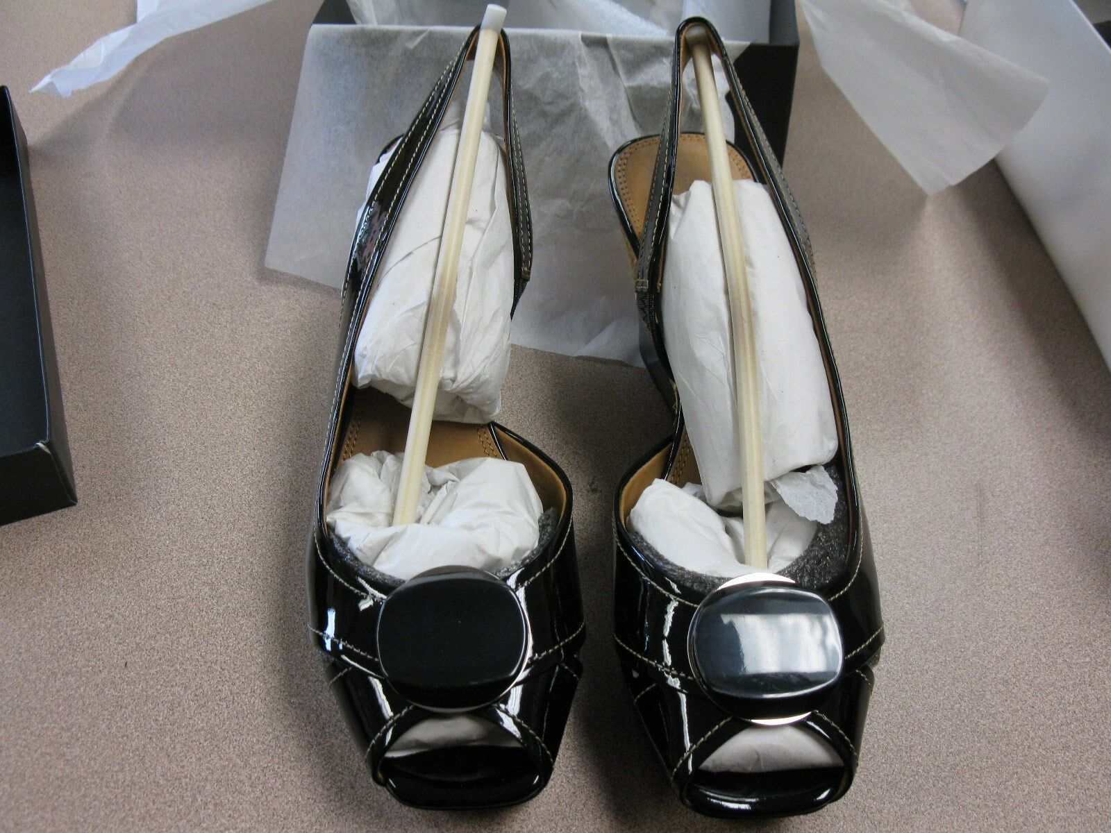 Sconto del 40% Tahari Pinnacle Dimensione 10M Platform Wedge Heel Open Open Open Toe Patent Leather Upper  negozio a basso costo