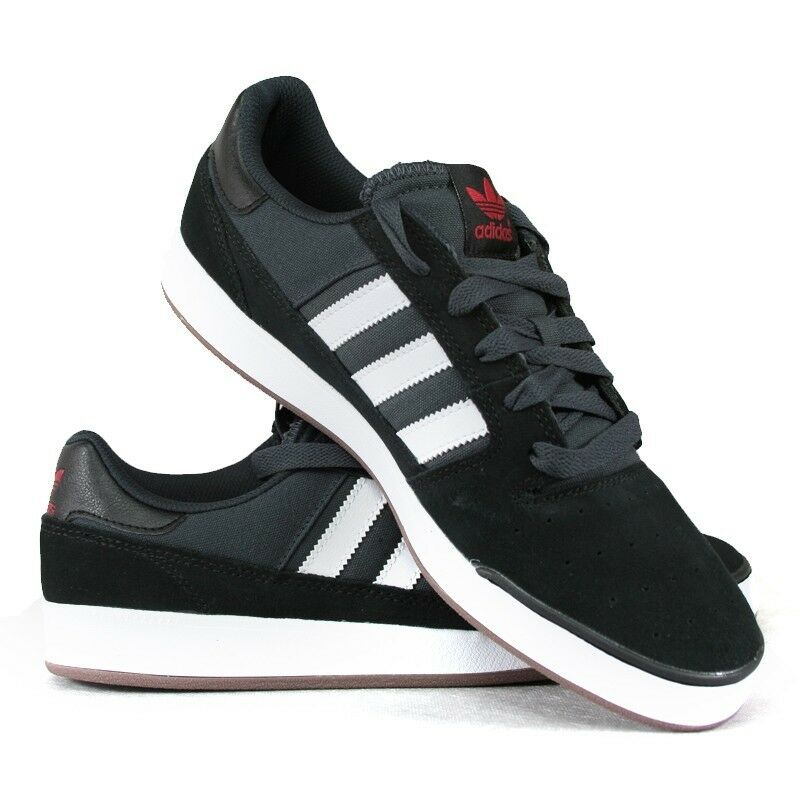 Adidas Pitch men 10.5