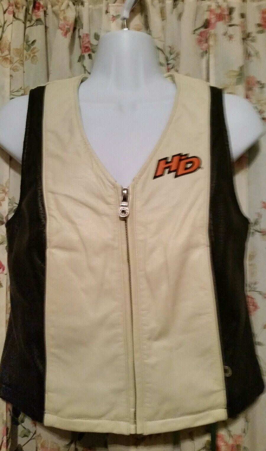 HARLEY DAVIDSON WOMENS LEATHER VEST NEW XS S FREE TOP & PANTY REDUCED NWOT