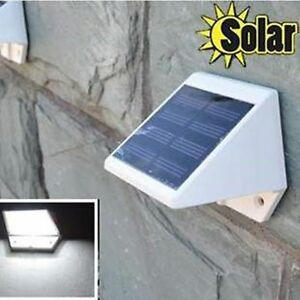 Solar-Powered-Outdoor-Garden-2-LED-Stairway-Mount-Fence-White-Light-Lamp-Bulb