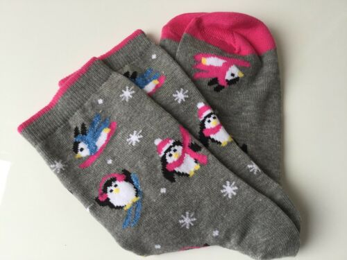 LADIES HI QUALITY ANKLE GIFT SOCKS SKI SPARKLE XMAS PENGUIN IN PINK EARMUFFS