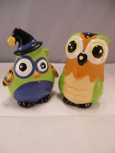 """TWO WHIMSICAL VINTAGE BIG EYED OWL CERAMIC FIGURINES 4 1/2"""" TALL"""