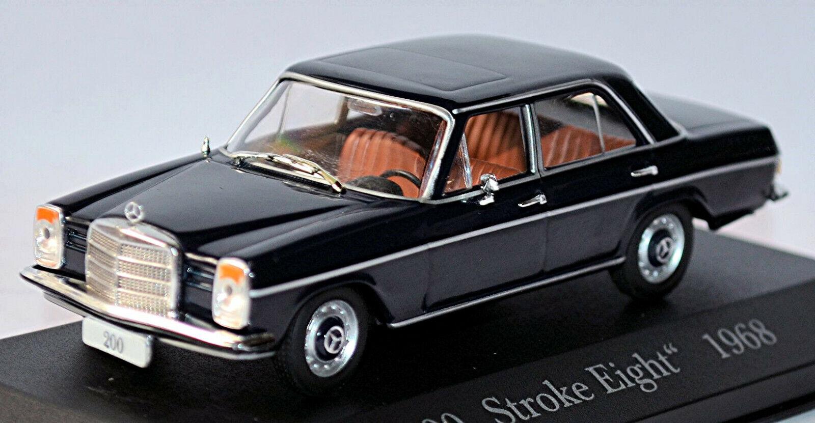 Mercedes Benz 200 -8 Stroke Eight W115 1967 -73 Midnight -blå blå Oscuro 1 43