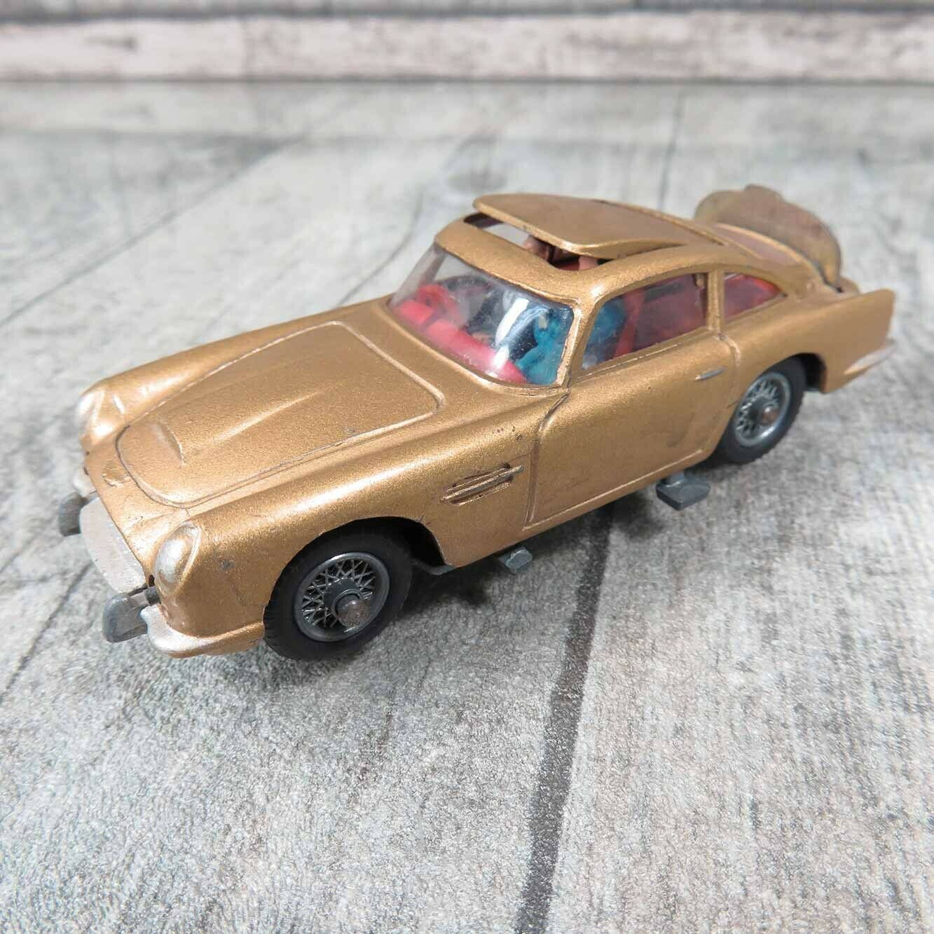 CORGI Toys 261 - 1 43 - James Bond Aston Martin DB5 - Q20613