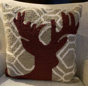 Christmas-Holiday-Deer-Buck-Antlers-Wool-Rug-Hooked-Decorative-Pillow-16x16