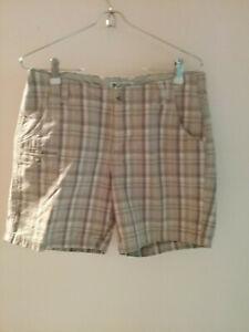 Columbia-Women-039-s-Sportswear-Khaki-amp-Chino-Multi-color-Shorts-Size-6-Preowned