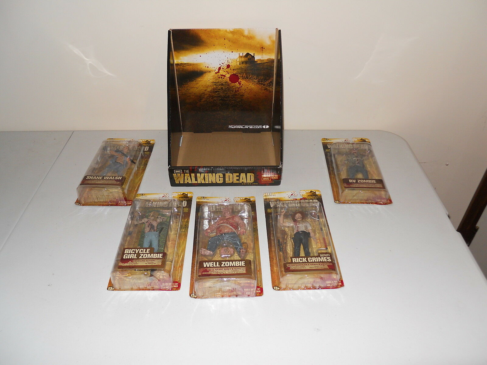 THE WALKING DEAD- SERIES 2 COMPLETE SET W  DISPLAY BOX- 2012