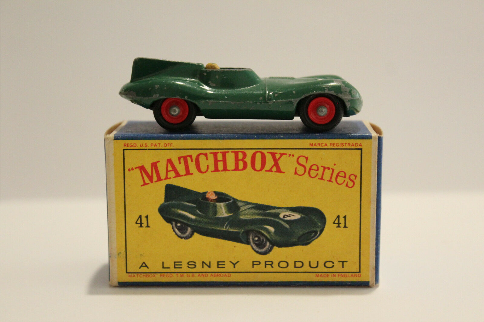 Matchbox Lesney 41B  D-TYPE JAGUAR RARE RED WHEEL HUBS