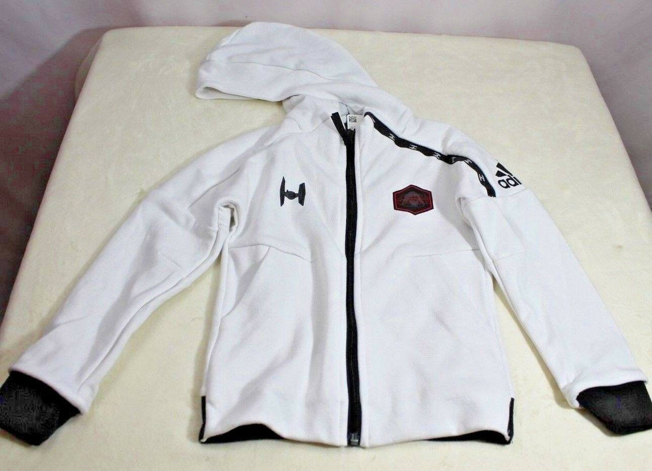 Adidas Kids Boys Star Wars lógóujjú hosszú ujjú fehér pulóver CW0757 Kicsi
