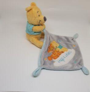 Doudou-Winnie-mouchoir-bleu-gris-Tigrou-Hugs-amp-Wishes-Disney-Nicotoy-etoile