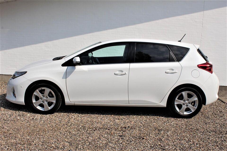 Toyota Auris 1,4 D-4D T2 Premium TS Van Diesel modelår 2013
