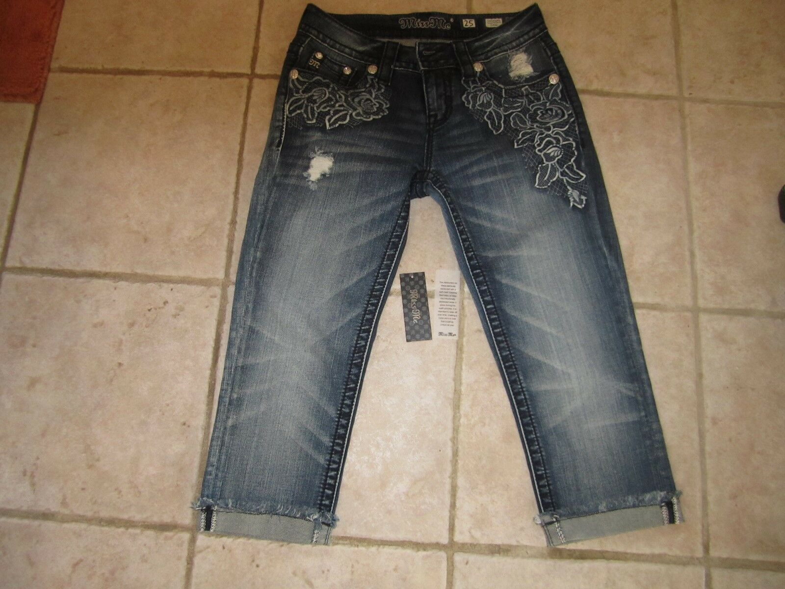 Brand New Miss Me Signature Capri Jeans bluee Flowered Size 25
