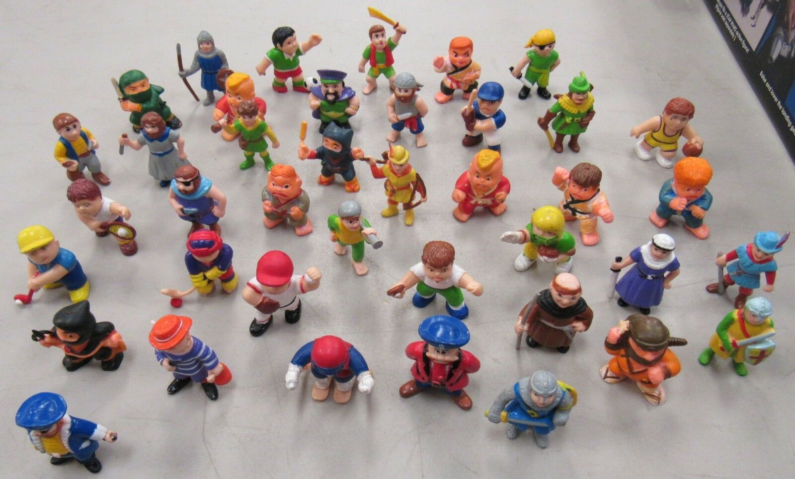 Soma PVC Figur Lot of 40 Ninja Karate Footbal Basketboll & Knights 1980