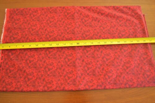 """44/"""" Black on Red Christmas Quilter/'s Cotton Fabri-Quilt M4629 By-the-Half-Yard"""